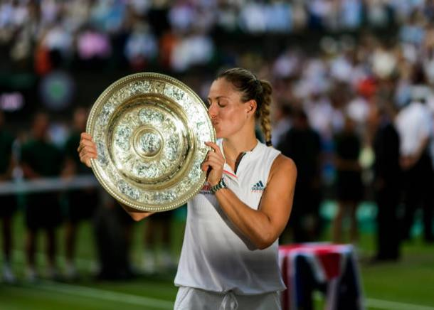 Kerber with the Venus Rosewater Dish (Getty/TPN)
