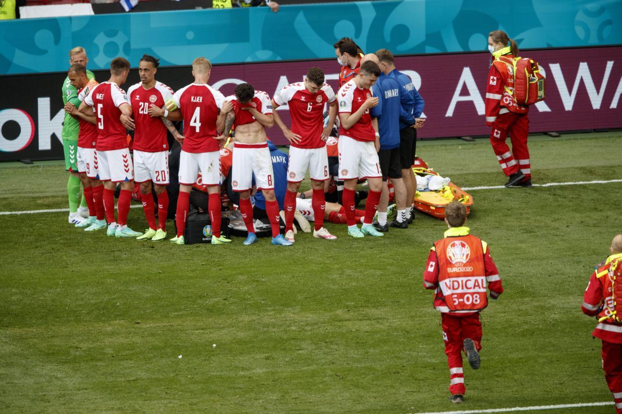 Delaney reunió al equipo para tapar la intervención de los médicos | Fuente: EURO 2020