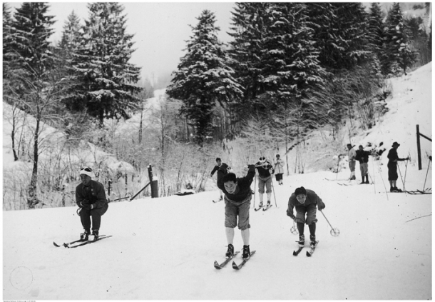 Equipo Japonés de esquí en los Juegos Olímpicos de Garmisch-Partenkirchen de 1936. PD.