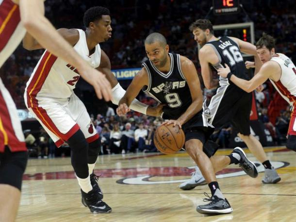 Tony Parker (9) drives towards the lane. Parker was next to invisible on offense tonight. (Lynne Sladky/AP Photo)