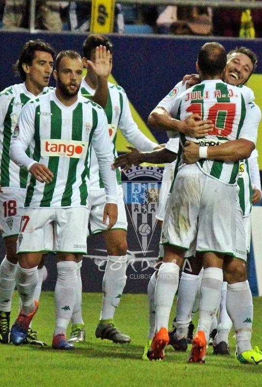 Juli y Piovaccari celebran el segundo gol | Foto: Córdoba CF