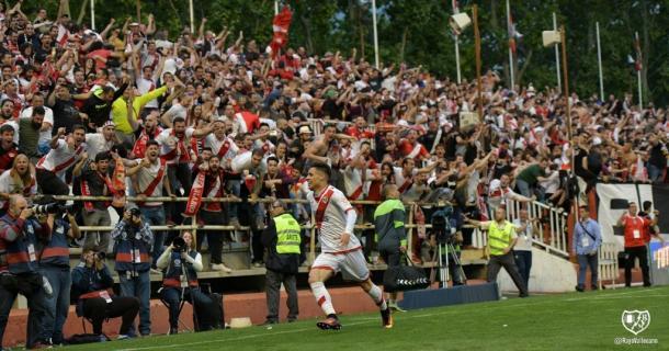 Álex Moreno celebrando su gol ante el Lugo | Fotografía: Rayo Vallecano S.A.D.