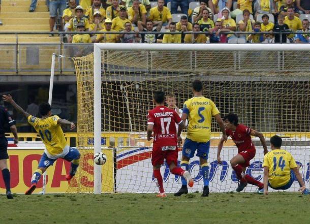 Instante exacto del gol de Araujo | Foto: Jaime Galindo
