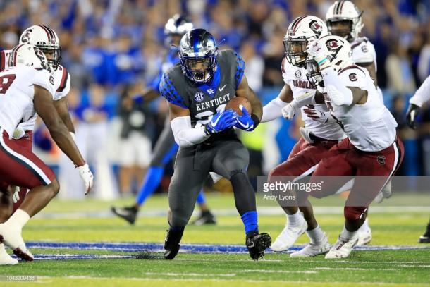 Snell carries against Mississippi State (image source: Andy Lyons/Getty Images)