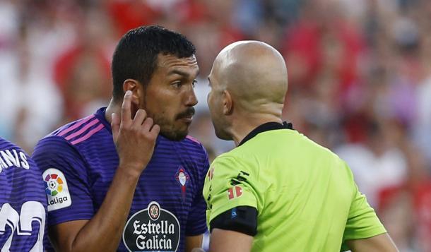 González Fuertes habla con Cabral | Real Valladolid