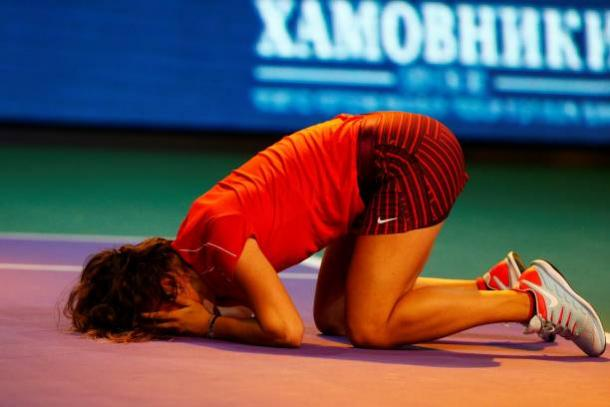 Daria Kasatkina falls to the ground in celebration | Photo: Getty Images / Anadolu Agency