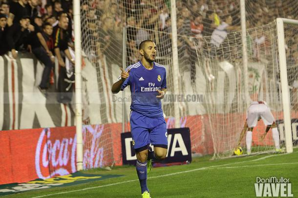 Karim Benzema celebra su gol en Vallecas | Foto: Dani Mullor, VAVEL España