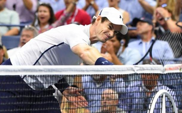 Andy Murray vents his frustration on the net. | Photo: US Today