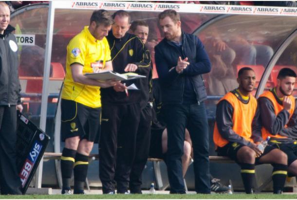 Rowett dando instrucciones en un partido con el Burton Albion. Foto: Burton