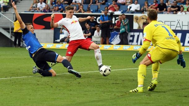 Sabitzer puts in the equaliser. | Photo: Bundesliga