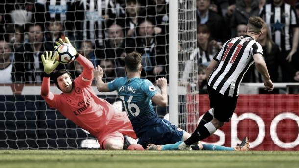 Ritchie anotó ante el Arsenal. Foto: Premier League.
