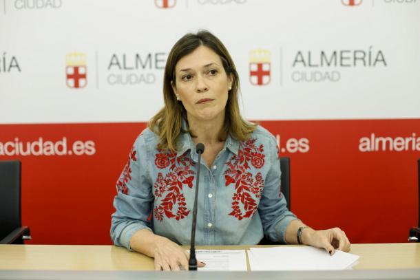 Ana Martínez Labella en una conferencia | Fuente: aytoalmería.com