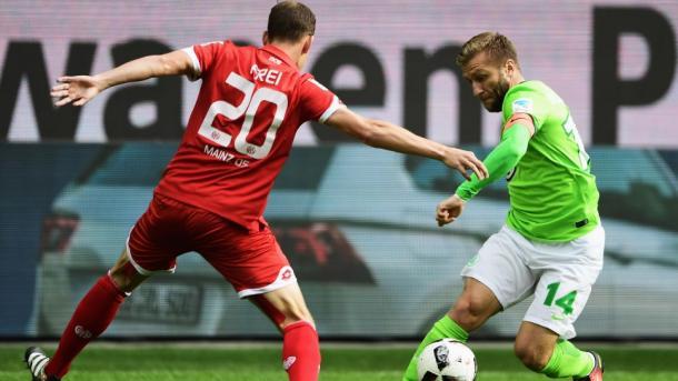 Blaszczykowski in azione contro Frei | Fonte immagine: Bundesliga
