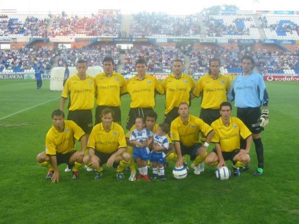 Equipo del Deportivo Alavés, en la temporada 2004-05. Fuente: glorioso.net