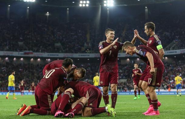 I russi festeggiano il successo nelle qualificazioni con la Svezia. Fonte: it.uefa.com