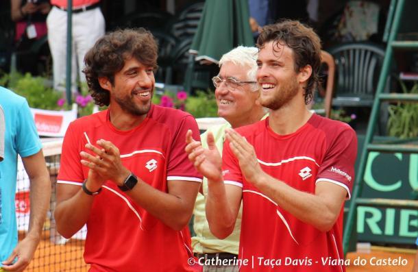 Frederico and João Sousa at a Davis Cup tie (Catherine Carvalho)