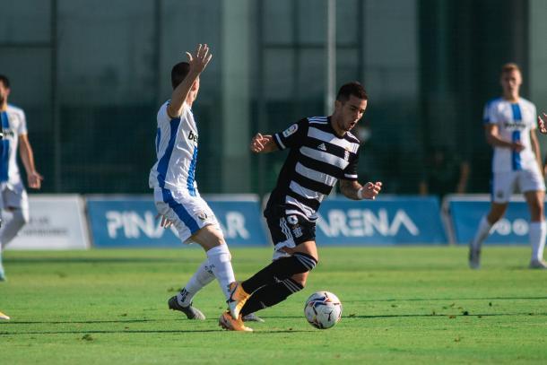 Simón Moreno con el balón. FC Cartagena