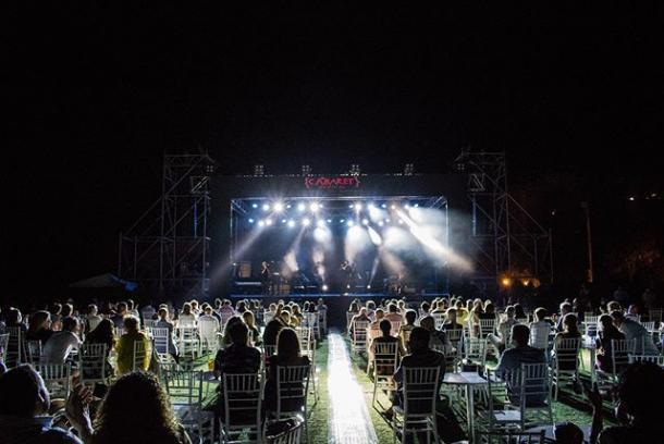 Recinto Hípico de Mairena del Aljarafe durante el concierto de Miguel Poveda | Fuente: Instagram @cabaretfest
