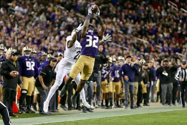 Budda Baker (32) intercepts a pass intended for Buffaloes wide receiver Devin Ross in the second quarter. |Source: Johnny Andrews /The Seattle Times|