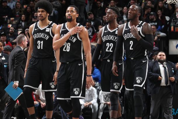 Quinteto de los Nets en un partido. Fuente: NBA