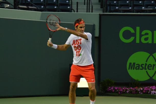 Federer practices at the 2016 Miami Open days before having tho withdraw. Credit: Miami Open
