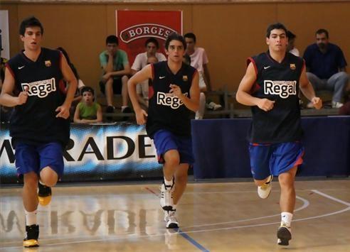 Ángel Aparicio durante un entrenamiento del Barça (izquierda del todo)   Foto: El Periódico Mediterráneo