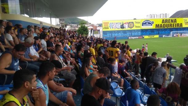 Torcida do Madureira compareceu em bom número. (Foto: Edilson Dias)