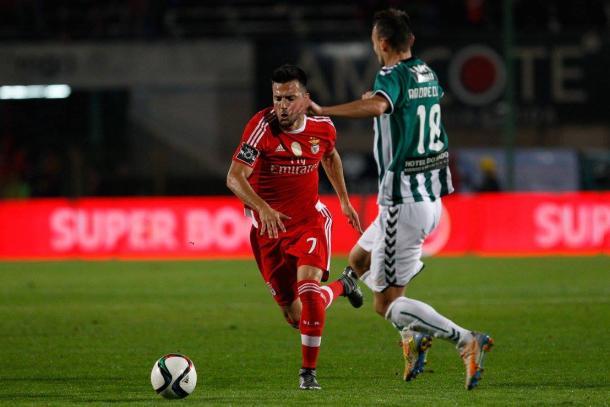 Samaris deverá ser opção de Rui Vitória, em detrimento de Fejsa // Foto: Facebook do SL Benfica