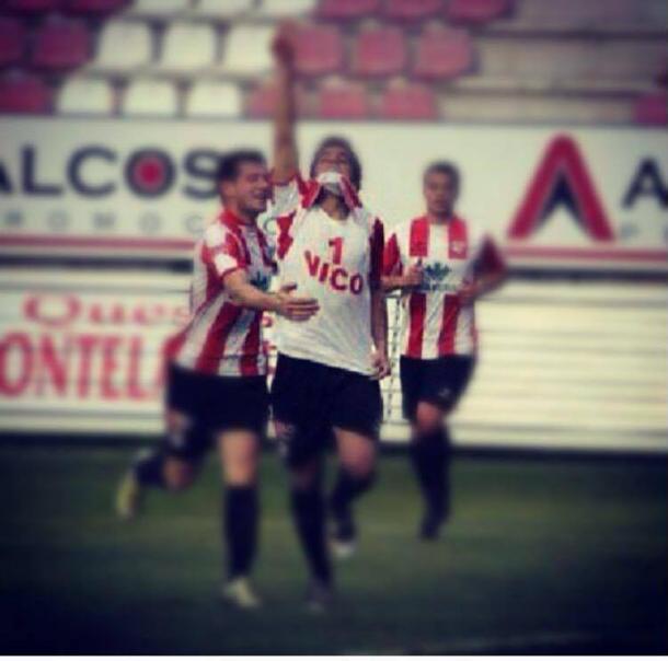 Dani dedicando un gol a su antiguo compañero