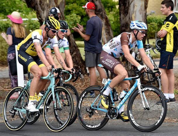 Keizer (izq.), Gougeard (der.) y Lake (atrás), en la primera etapa. (Foto: Tour Down Under)