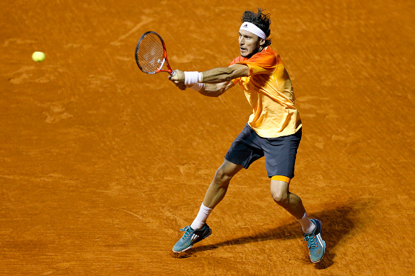 Juan Monaco hitting a backhand during his match at the ATP Argentina Open (Photo: Gabriel Rossi/Getty Images)