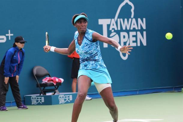 Venus Williams hitting a forehand. | Photo: Taiwan Open
