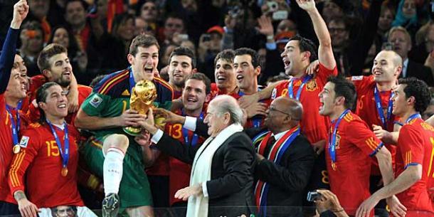 Casillas levantando la Copa del Mundo 2010 (fororealmadrid.com)