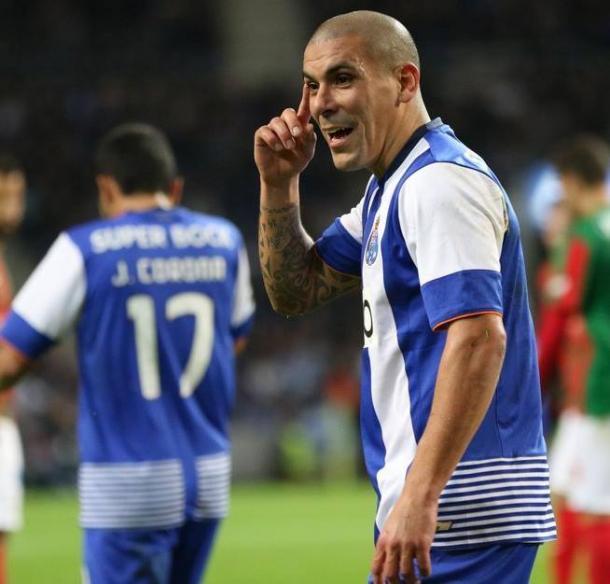 Maxi e os companheiros já dificilmente subirão do 3º lugar // Foto: Facebook do FC Porto