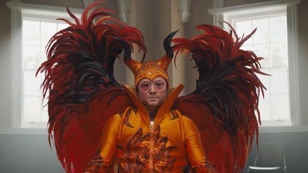 Uno de los principales atractivos de 'Rocketman' es su pomposo vestuario | Fuente: Paramount Pictures