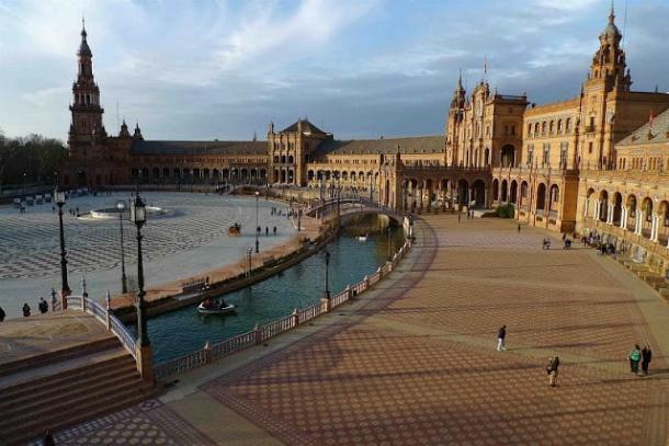 La amplia e histórica Plaza de España sevillana contará con el que será el  concierto más multitudinario. Fuente: Europapress