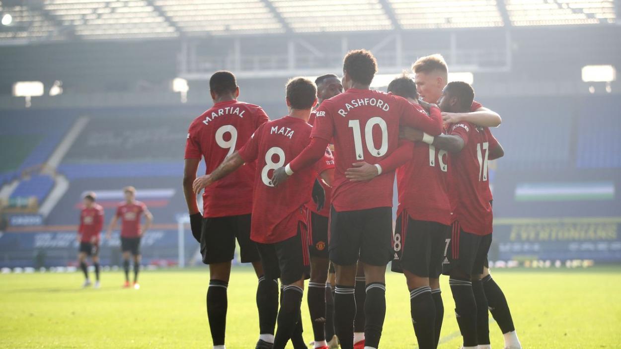 Los red devils celebrando la victoria en Goodison Park. | Fuente: Premier League