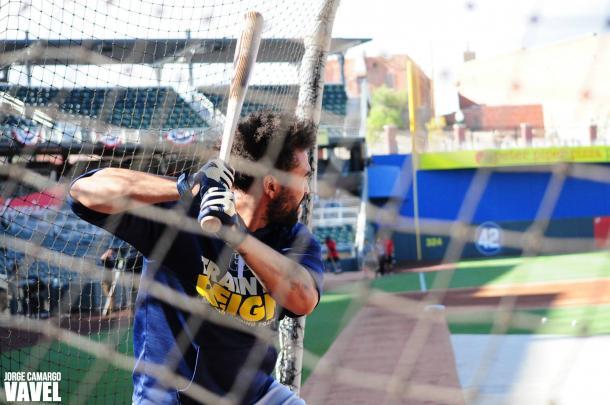 Padres' slugger Matt Kemp takes batting practice before the game.