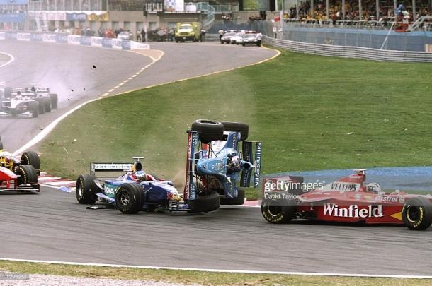 Alex Wurz showed in 1998 that Turn 1 can get crowded...| Photo: Getty Images/David Taylor