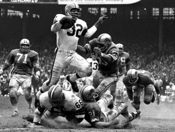 Jim Brown foi decisivo na final de 1964 (Foto: AP)