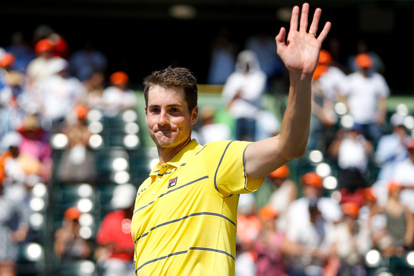 John Isner waves to the crowd after winning the Miami Open. Photo: Michael Reaves/Getty Images