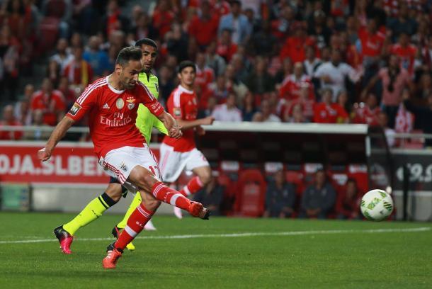 Jonas reacendeu a esperança encarnada ao empatar ao minuto 59 // Foto: Facebook do SL Benfica