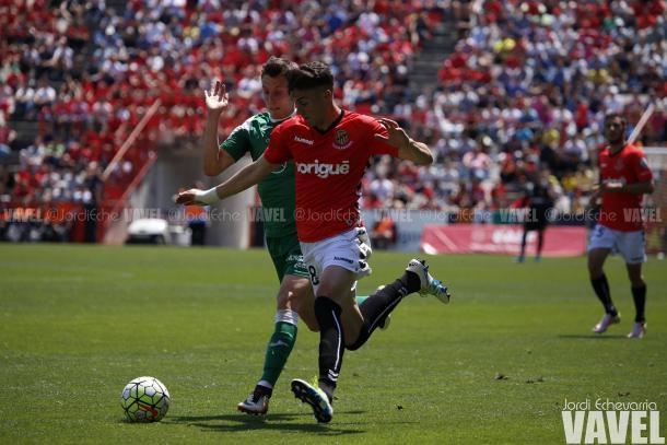 Naranjo fue de los más activos en el ataque grana | Foto: Jordi Echevarria | VAVEL
