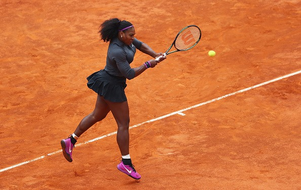 Serena Williams smashes a backhand return during the finals of the 2016 Italian Open. Credit: Matthew Lewis/Getty Images