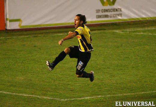 Carlos Rivero como jugador del Deportivo Táchira / Foto: El Universal