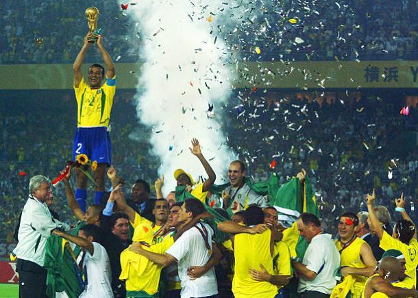 Cafu foi o capitão do penta em 2002 (Foto: Getty Images)