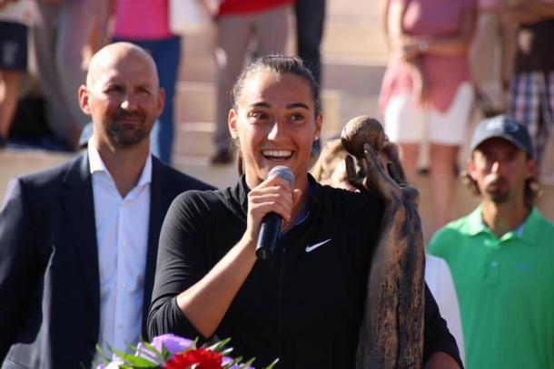 Caroline Garcia speaks to the crowd after the Mallorca Open final/Getty Images