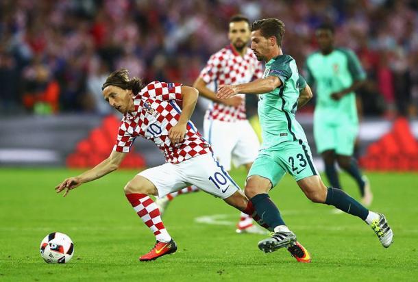 Modric esteve num duelo constante com Adrien Silva | Foto : Facebook UEFA Euro 2016