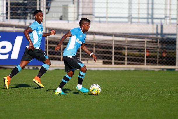 Miller e Everton disputam vaga ao lado de Luan (Foto: Divulgação/Grêmio)