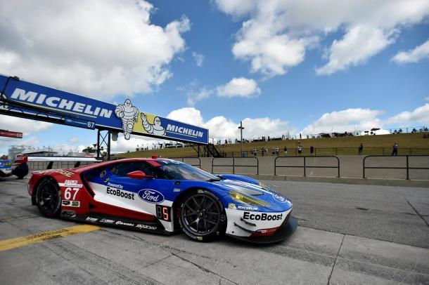 Mesmo com 15 quilos a mais, estratégia garantiu vitória da Ford na classe GTLM. (Foto: IMSA)